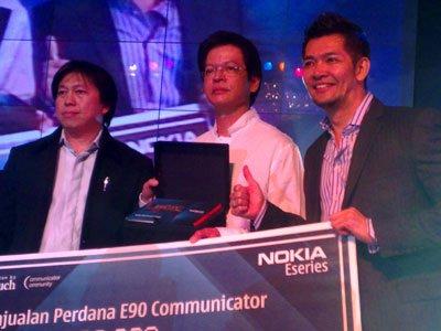 Первый смартфон Nokia E90 был продан за $5000